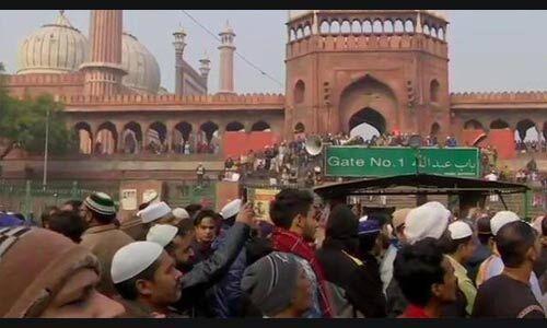 जुमे की नमाज के बाद सैकड़ों लोगों ने जामा मस्जिद पर CAA के विरोध में किया प्रदर्शन