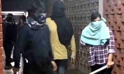 जेएनयू हिंसा में डंडे लिए दिखे नकाबपोशों की पहचान, मामला सुलझने के करीब