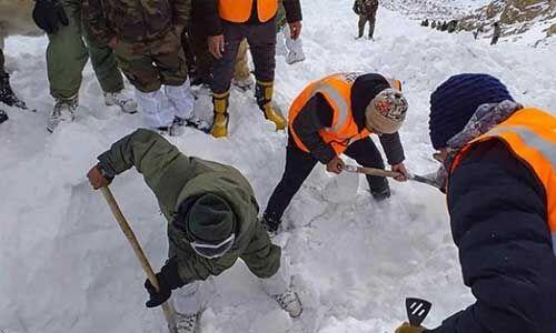 कश्मीर में बर्फीला तूफान, 4 जवान हुए शहीद