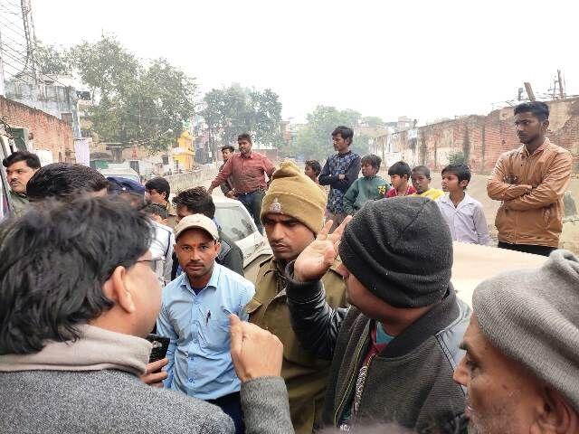 यातायात पुलिस और मदाखलत अमले  को कांग्रेस नेता ने खदेड़ा