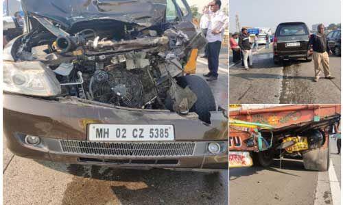 मुंबई-पुणे एक्सप्रेसवे पर ट्रक से टकराई शबाना आजमी की कार, गंभीर रूप से घायल