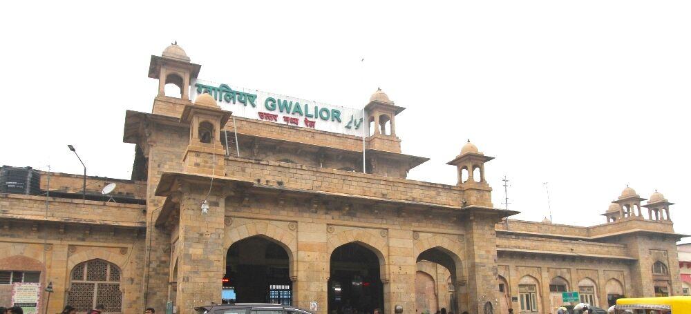 रेलवे 24 घंटे श्रमिकों को उपलब्ध करा रहा है भोजन-पानी