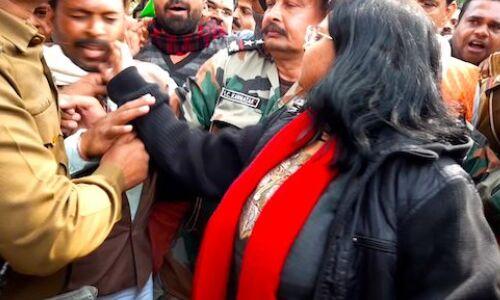 राजगढ़ : सीएए के समर्थन में रैली निकाल रहे समर्थकों पर लाठी चार्ज, JNU से शिक्षित कलेक्टर ने की हाथापाई