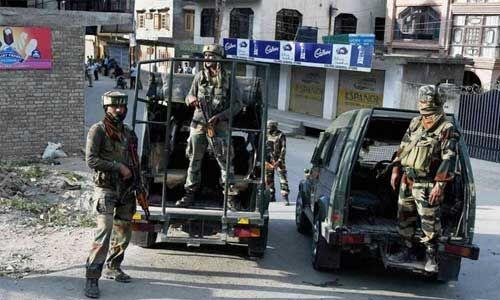 जम्मू-कश्मीर हाईवे पर सीआरपीएफ पोस्ट पर फायरिंग के बाद एनकाउंटर, 3 आतंकवादी ढेर
