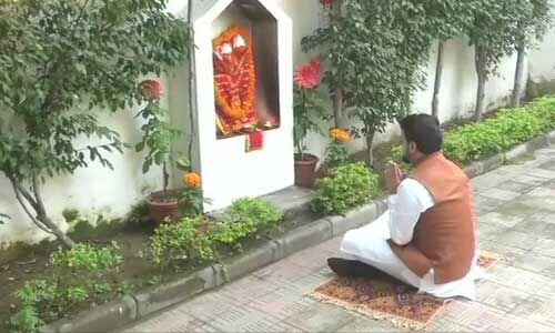 बजट से पहले वित्त राज्यमंत्री अनुराग ठाकुर ने की हनुमान जी की पूजा