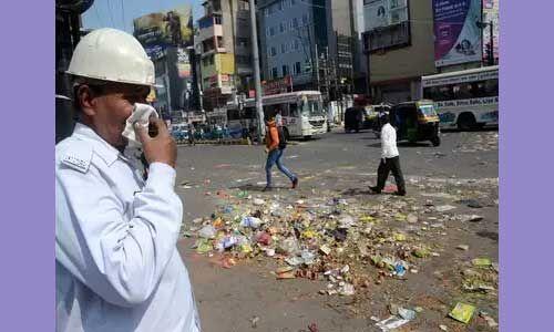 पटना में सफाई कर्मचारियों की हड़ताल के चलते सड़कों पर करीब 2800 टन कूड़ा जमा