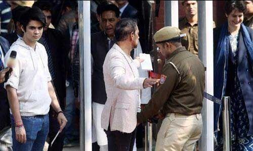 प्रियंका गांधी के बेटे रेहान वाड्रा ने दिल्ली चुनाव में पहली बार किया मतदान, कहा - वोट देकर बहुत खुश हूं