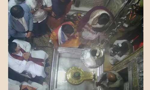 श्रीलंका के पीएम राजपक्षे ने वाराणसी पहुंचकर किए काशी विश्वनाथ के दर्शन