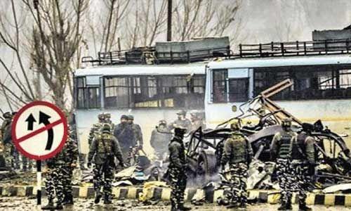 पुलवामा हमले की पहली बरसी : विरोधियों ने फिर पूछा - कहां से पहुंचा इतना आरडीएक्स?