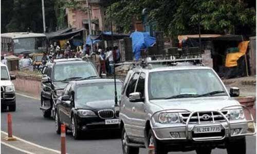पीएम मोदी के काफिले के आगे कूदा सपा नेता का बेटा, पुलिस ने किया गिरफ्तार