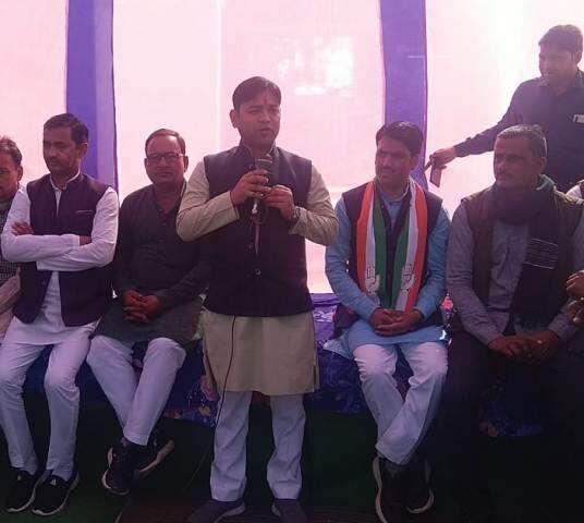 मुरैना : उपचुनावों में दावेदारी पक्की करने ग्राम कान्हार पहुंचे संजय सिंह