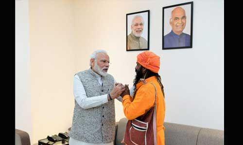 रिक्शा चालक मंगल केवट से मिले प्रधानमंत्री, बेटी की शादी का दिया था न्योता