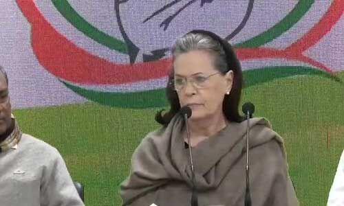 पंचायत चुनाव से पहले कांग्रेस को लगा झटका, सोनिया गांधी के गढ़ में 35 नेताओं ने छोड़ी पार्टी
