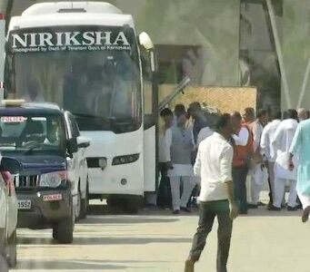 सिंधिया समर्थक पूर्व विधायक बेंगलुरु से नईदिल्ली पहुंचे, जल्द भाजपा में होंगे शामिल