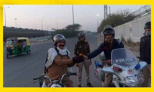 #JanataCurfew : घर से बाहर निकले लोगों को दिल्ली पुलिस दे रही फूल