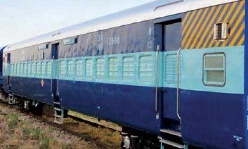 ट्रेनों के कोच को सेनेटाइज करके कोरेंटाइन वार्ड में बदलने की तैयारी