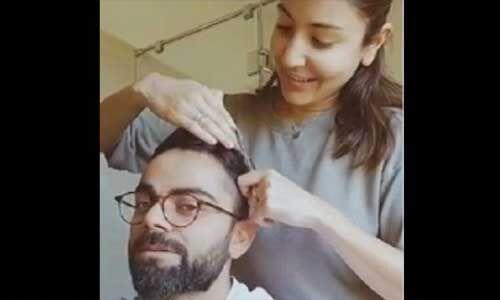 लॉकडाउन पर अनुष्का ने किचन की कैंची से काटे विराट के बाल, देखें वीडियो