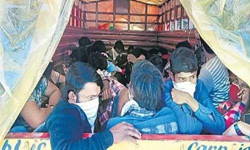 लॉकडाउन : ट्रकों में छिपाकर बिहार ले जाए जा रहे हैं मजदूर