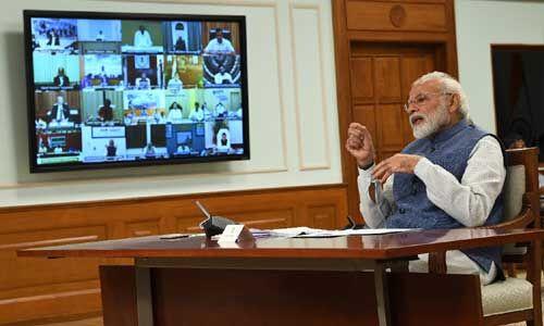 प्रधानमंत्री की मुख्यमंत्रियों से चर्चा, कहा - धर्मगुरु अपनों को सोशल डिस्टेंसिंग समझाएं