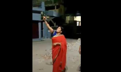 प्रधानमंत्री मोदी की दीप जलाने की अपील पर भाजपा महिला जिलाध्यक्ष ने की फायरिंग