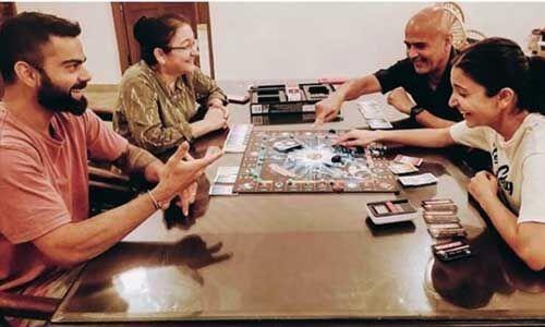 अनुष्का शर्मा ने शेयर की परिवार के साथ दिल को छू लेने वाली तस्वीर