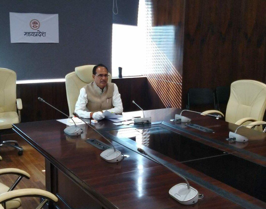 मुख्यमंत्री शिवराज सिंह से  स्वदेश की बातचीत