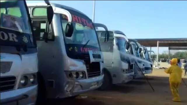 उप्र में श्रमिकों की बस पर रस्साकशी जारी