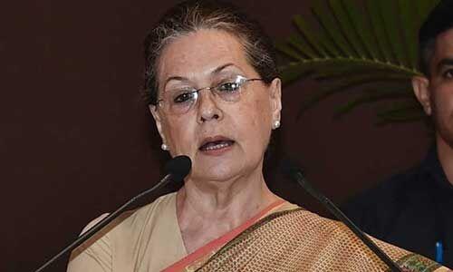 लोकतंत्र सबसे मुश्किल समय से गुजर रहा है : सोनिया गांधी