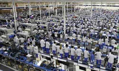 नोएडा में रेडिमेड कपड़ों की फैक्ट्रियों को चलाने की मंजूरी, 12 सौ करोड़ का ऑर्डर मिला