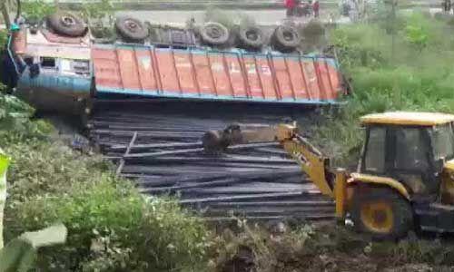 हादसा : भागलपुर में ट्रक और बस की टक्कर में 9 मजदूरों की मौत
