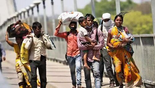 क्या प्रवासी मजदूर भोजन के लिए तरसने वाले लोग हैं या देश की एकता के सेतु ।