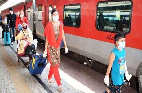 कोरोना का भय, ट्रेन में पास में बैठना तो दूर बातें करने से कतरा रहे यात्री