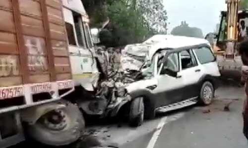 हादसा : यूपी में ट्रक और स्कॉर्पियो कार की जोरदार टक्कर, नौ लोगों की मौत
