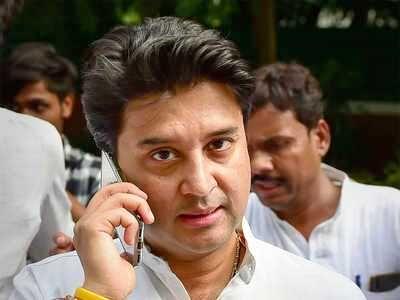 ज्योतिरादित्य सिंधिया ने 10वीं के टॉपर अभिनव शर्मा को फोन कर दी बधाई