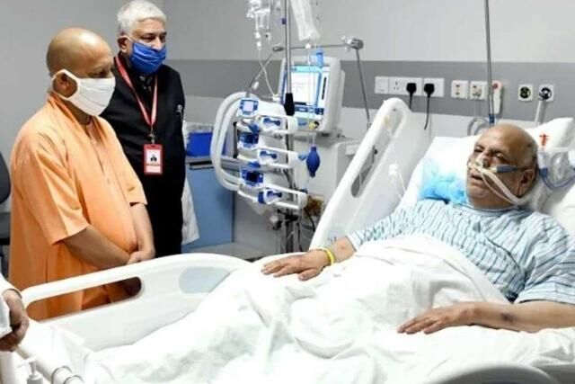राज्यपाल लालजी टंडन का हुआ ऑपरेशन, सीएम योगी ने अस्पताल पहुंचकर जाना हाल