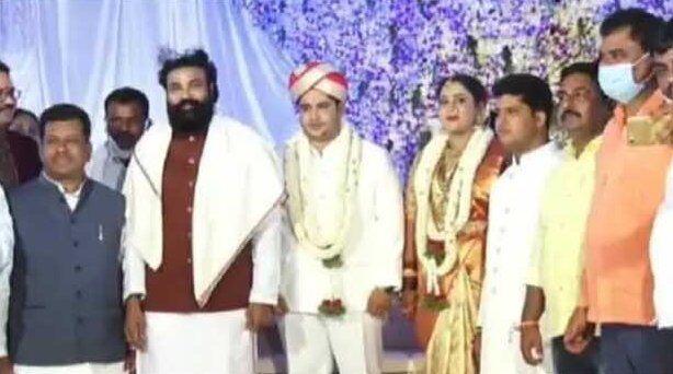 कांग्रेसी नेता के बेटे की शादी में उड़ी सामाजिक दूरी की धज्जियां