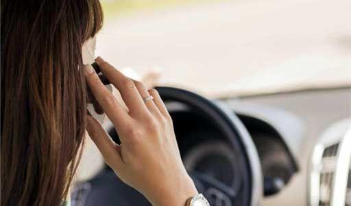 उप्र में गाड़ी चलाते समय मोबाइल से बात करने पर अब 10 हजार तक जुर्माना