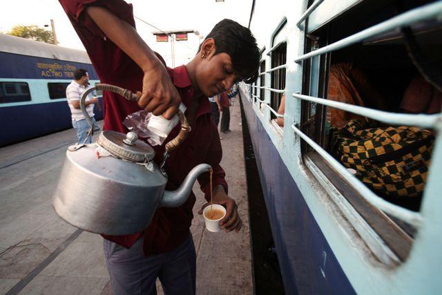 लॉकडाउन में वेंडरोंं ने दान के खाने से भरा पेट, अब स्टेशन पर मिला रोजगार