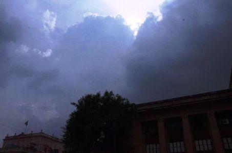मानसून की घोषणा, बादलों से घिरा आसमान, पर पसीजे नहीं