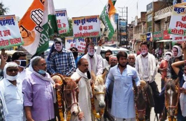 पेट्रोल-डीजल के दामों के विरोध में कांग्रेस ने निकाली खच्चर यात्रा
