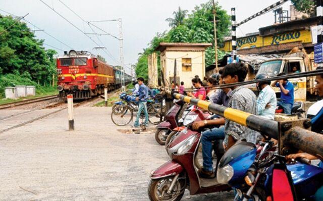 बिरलानगर व रायरू स्टेशन के बीच रेलवे क्रॉसिंग होंगी बंद