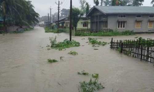 उप्र में नदियों के उफान से बाढ़ के हलात, खेतों और घरों में घुस रहा पानी