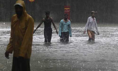 बारिश के पानी में डूबी मुंबई, 2 दिन बहुत भारी