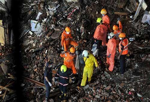 मुंबई में इमारत गिरने से 6 की मौत और 18 घायल, 24 बचाए गए