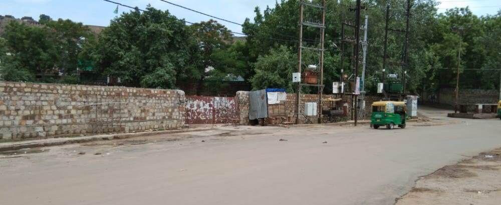 90 हजार वर्गफीट में दीवार निर्माण का आदेश देने का कारनामा