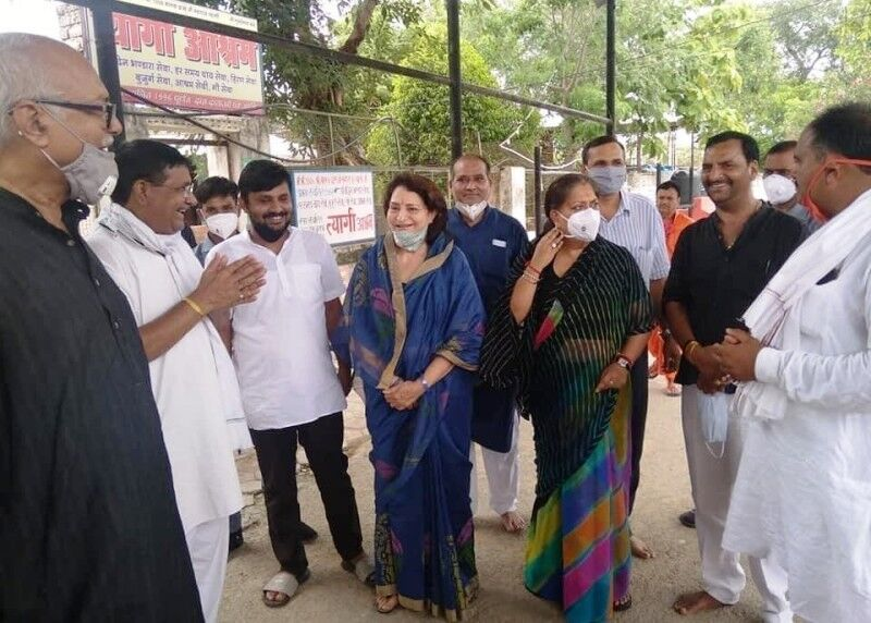राजस्थान की पूर्व सीएम पहुंची शनिश्चरा, किये दर्शन