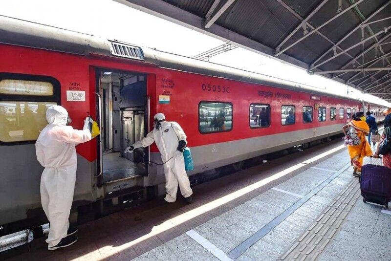 ट्रेनों से आने-जाने वाले यात्रियों की संख्या बढ़ी, आरपीएफ ने संभाला मोर्चा