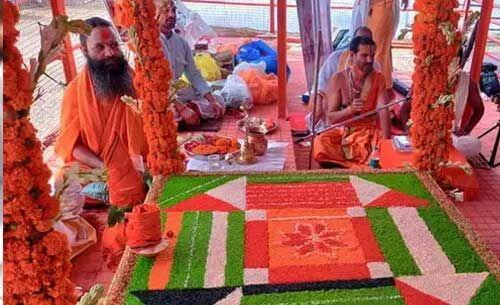 आयोध्या : मंदिर के भूमि पूजन का मुहूर्त तय करने वाले पुजारी को मिल रही है धमकियां