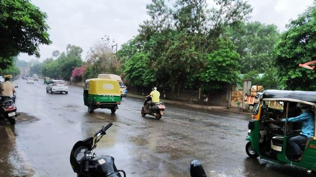सुबह से दोपहर तक रुक-रुककर हुई बारिश, शाम को शुष्क रहा मौसम