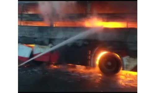 उप्र: फिरोजाबाद में डबल डेकर बस में आग लगने से 1 की मौत, 2 घायल